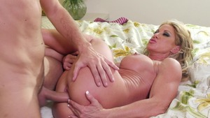MILFs Like It Big: Farrah Dahl is really hot MILF