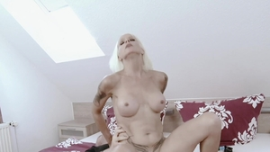 Hitzefrei.com: Housewife Sophie Logan does what shes told